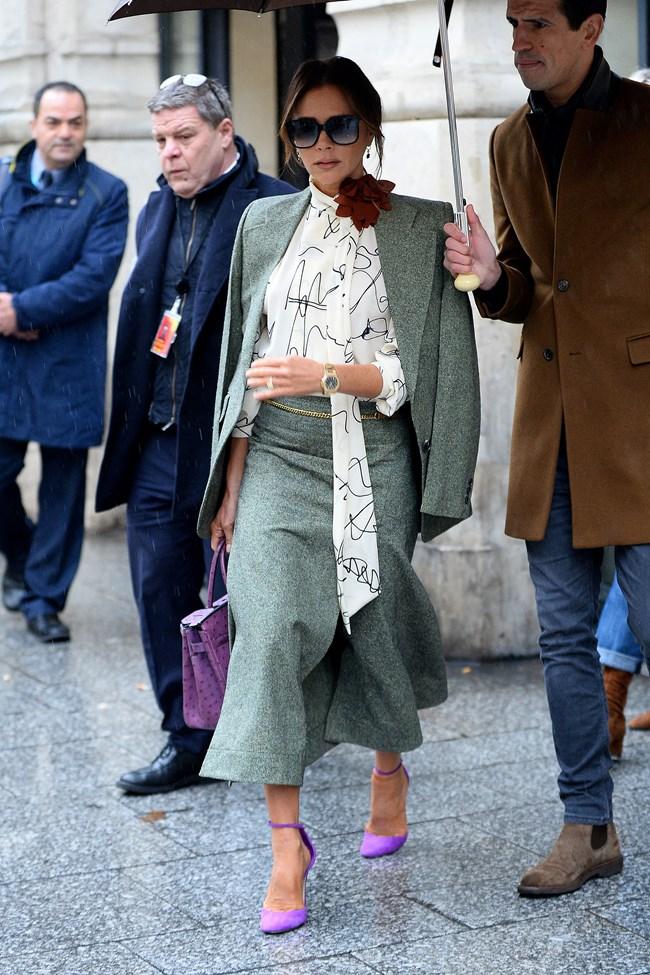 Victoria Beckham: Παραδίδει μαθήματα για άψογα office looks