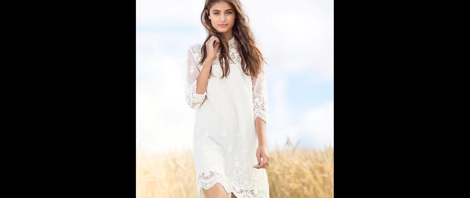 63b2d745226 Τα 8+1 ομορφότερα δαντελένια φορέματα