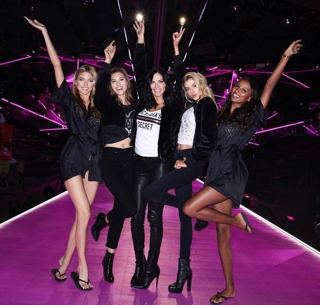 Victoria's Secret 2018 | Οι πιο glamorous στιγμές από τα backstage του show