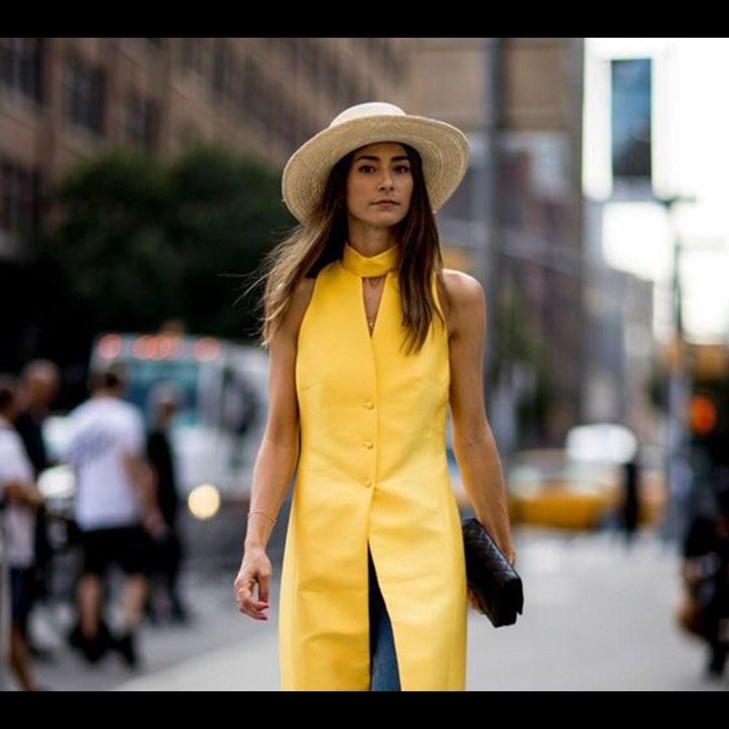 25f722aece0d 10 κίτρινα φορέματα για να μιμηθείς το πολυσυζητημένο look της Amal ...