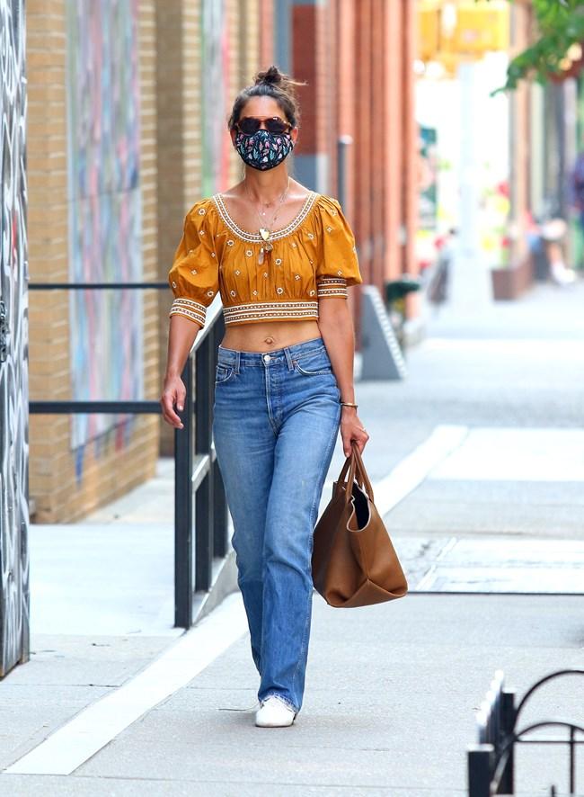 Η Katie Holmes φόρεσε το ιδανικό τοπ για τη ζέστη