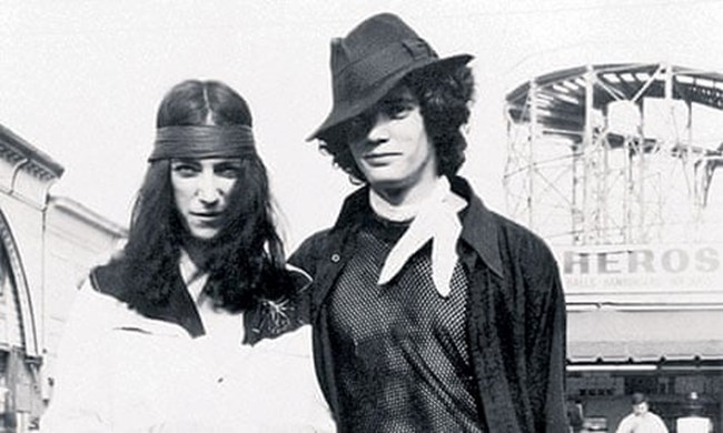 Smith with Robert Mapplethorpe in Coney Island, New York, in 1969