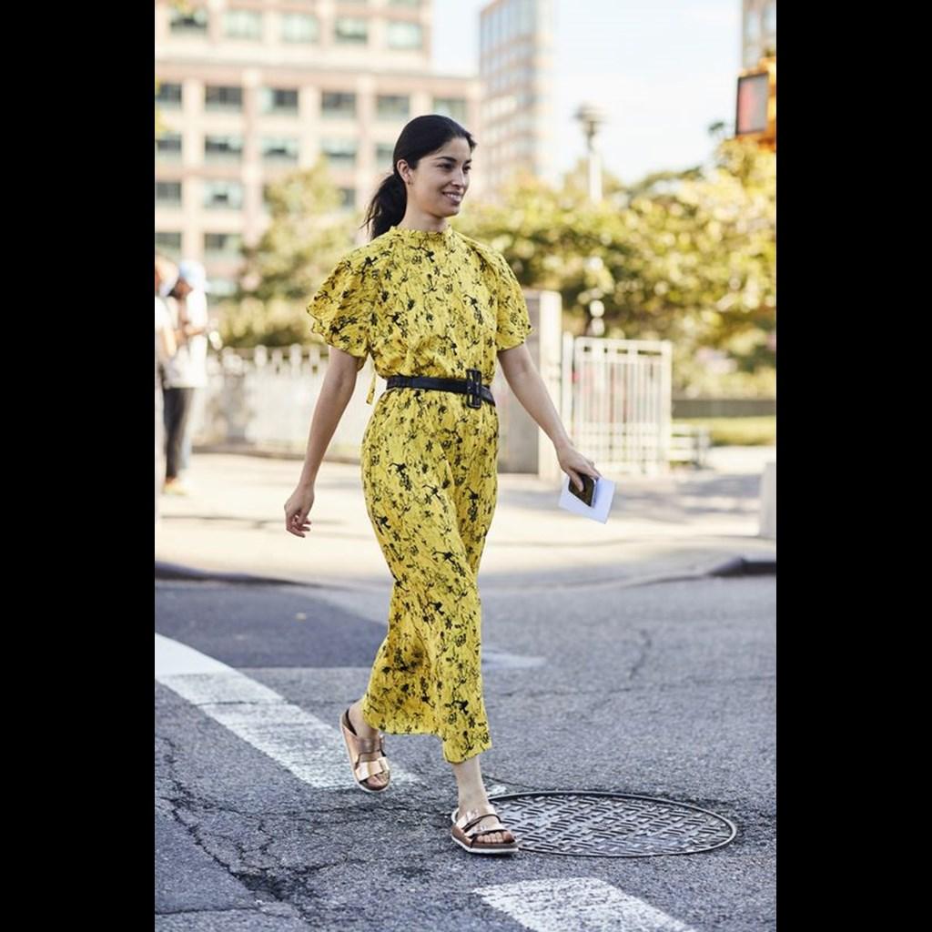 05e7373d6e59 10 κίτρινα φορέματα για να μιμηθείς το πολυσυζητημένο look της Amal ...
