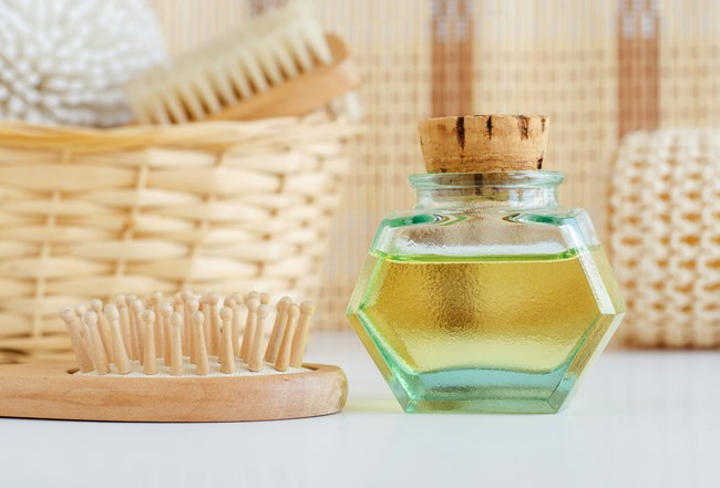 Καστορέλαιο | Οι ευεργετικές του ιδιότητες για δέρμα και μαλλιά