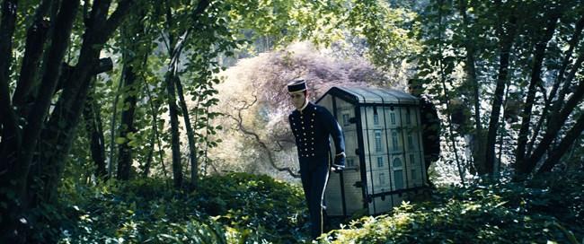 Ο οίκος Dior ταξιδεύει σε ένα μαγεμένο δάσος για τη νέα του συλλογή Υψηλής Ραπτικής