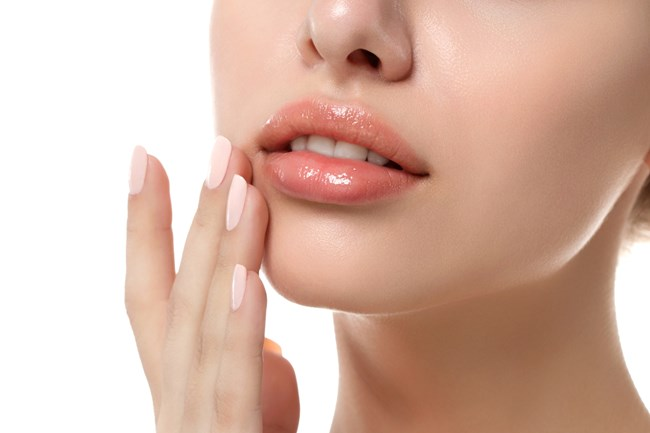 "Glass lips | Τα λαμπερά, ""διάφανα"" χείλη που είναι πανεύκολο να πετύχεις"