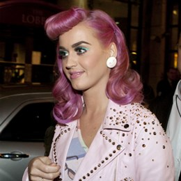 Pink hair, don't care! 7 Celebrities με ροζ μαλλιά!