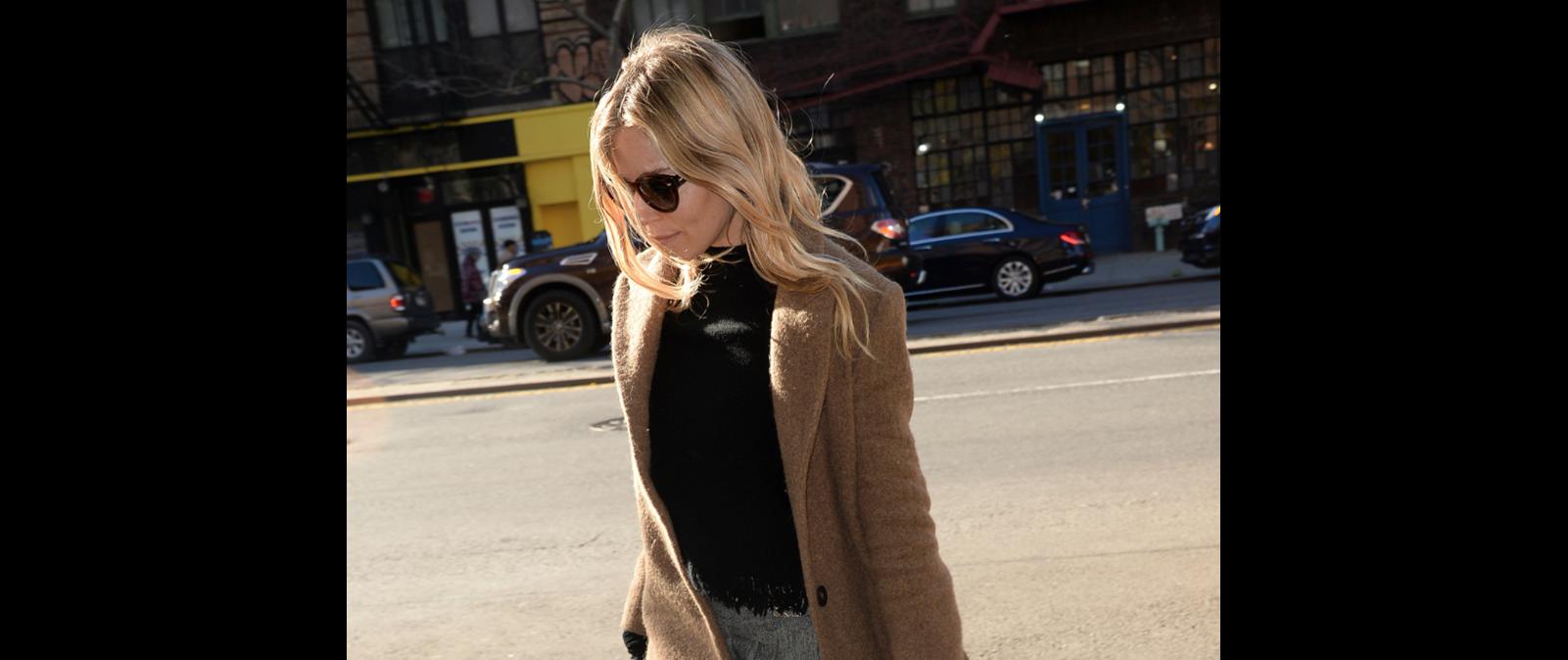 H Sienna Miller φορά το παλτό που θέλουμε να αγοράσουμε το φετινό χειμώνα 14e53a7bc17