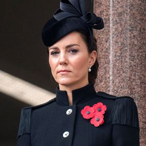 Kate Middleton | Με custom Alexander McQueen παλτό στη Remembrance Day
