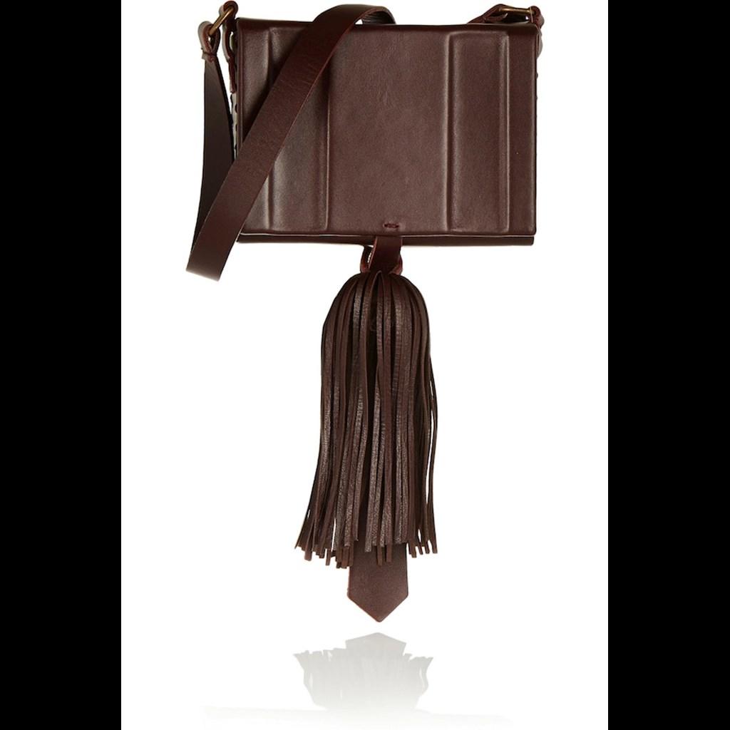 bf3ac819ea ... τσάντες που κρατούν οι πιο ισχυρές γυναίκες τις μόδας. Asos.com 30  ευρώ. Image description Δείτε όλες τις φωτογραφίες