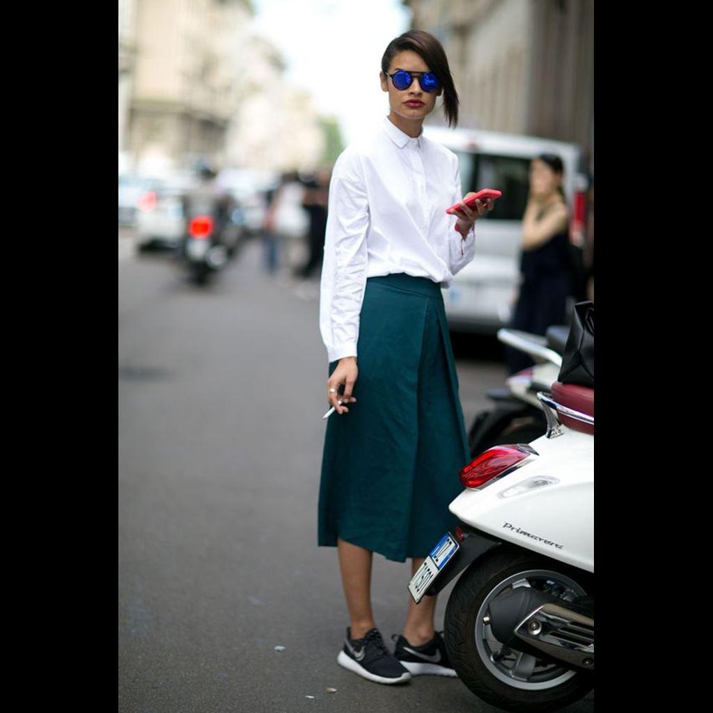 48c74946b21 Don't: Μη νιώθεις πως πρέπει να φοράς μονάχα λευκά sneakers